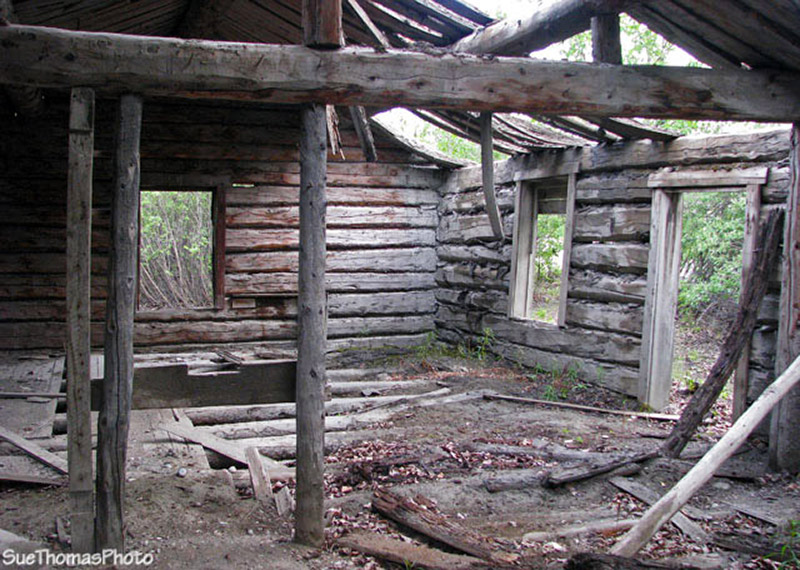 Cabin at Silver City, Yukon - Kluane Lake