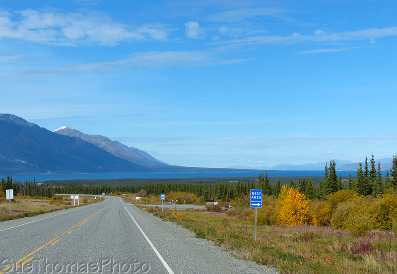 Kluane Lake rest area and viewpoint