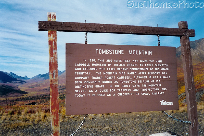 Tombstone Mountain sign, Dempster Hwy, Yukon (YT)